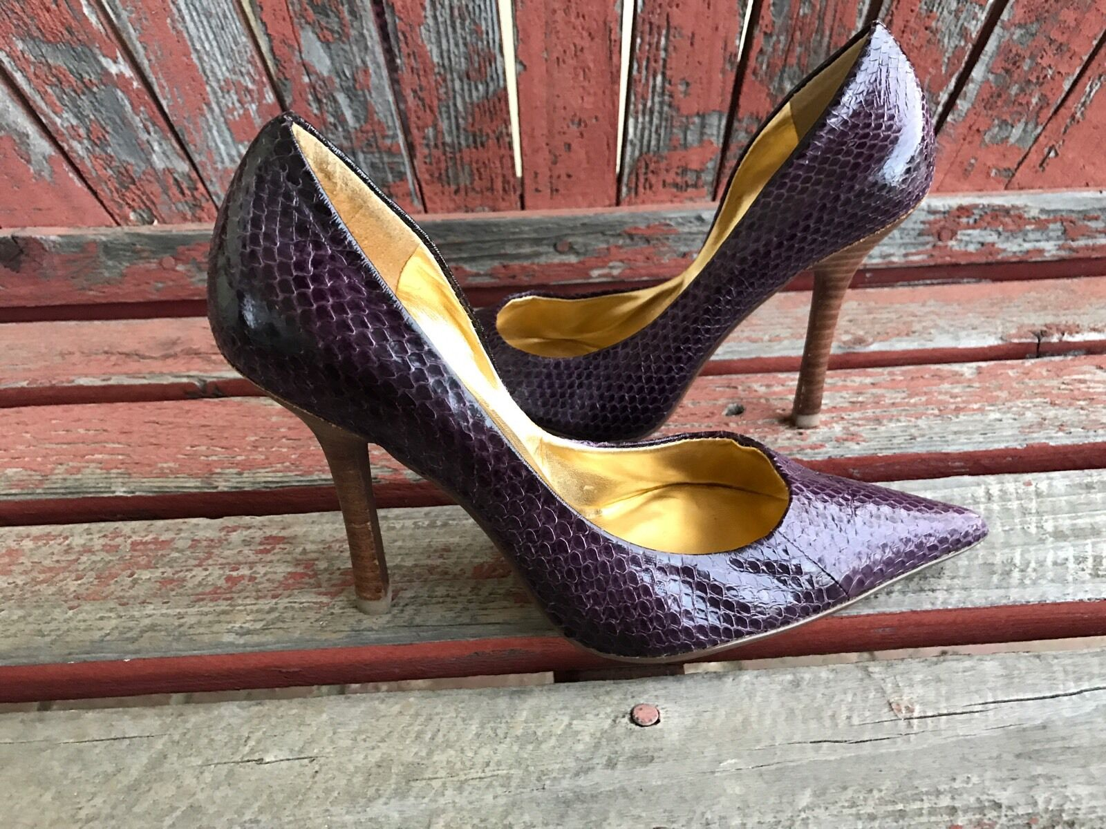 PuRpLe SnaKeSkiN EUC 6.5 LEATHER Pointy Toe Stiletto Heel PUMPS CARRIE GuESS