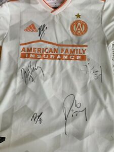 best cheap 726b8 a3386 Details about Atlanta United KING PEACH Signed XL Jersey Josef Pity  Martinez Guzan Barco Pirez