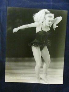 Vintage Elizabeth Manley Eiskunstlauf schwarz Kleid Lächeln glänzende Presse Foto