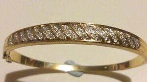 STUNNING-9ct-375-Yellow-Gold-amp-33-Diamonds-Bangle-Bracelet-DIAMONDS-ARE-FOREVER