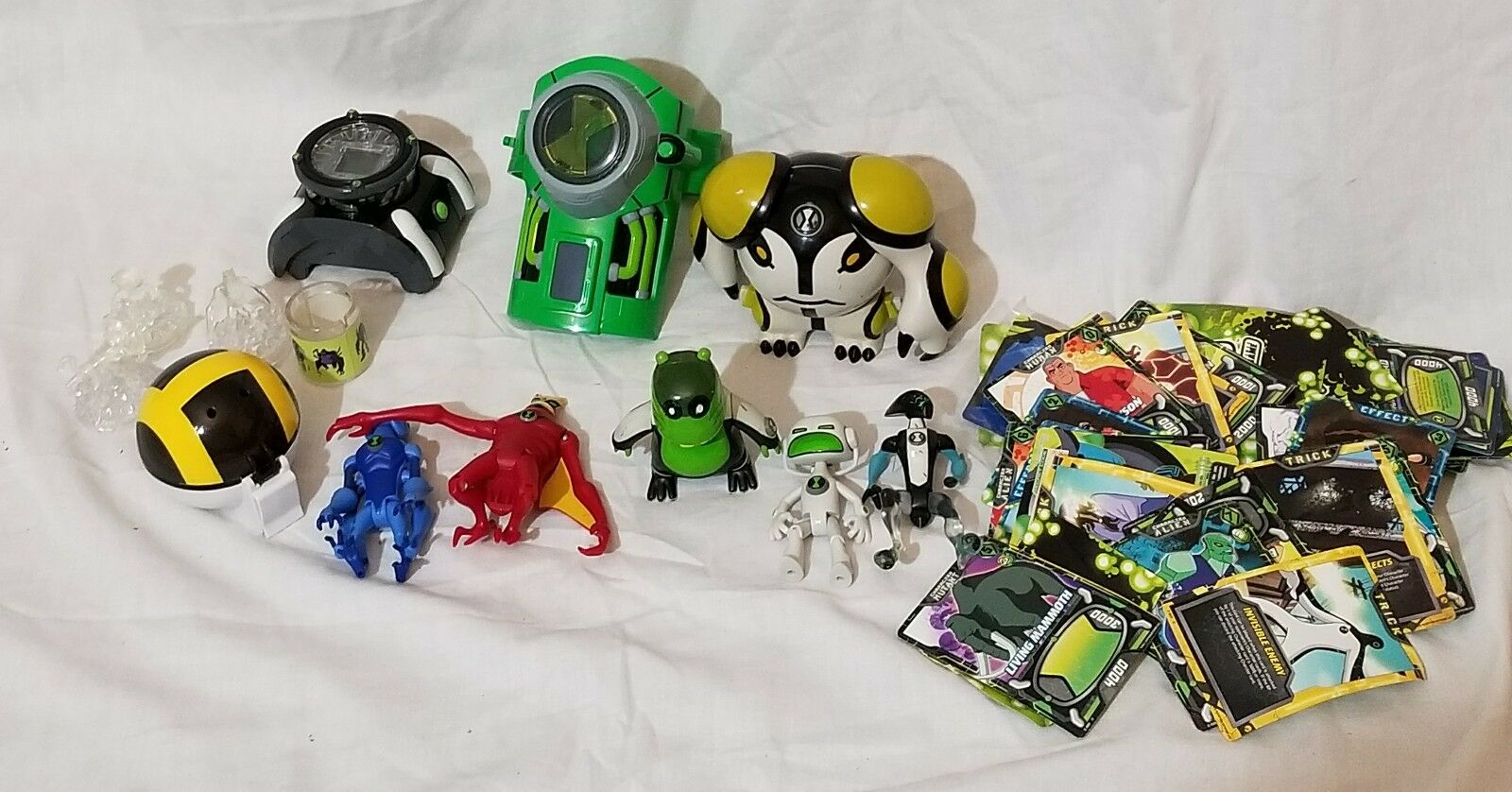 Ben 10 Lot with Ben 10 Figures and Ben 10 Watches Cards