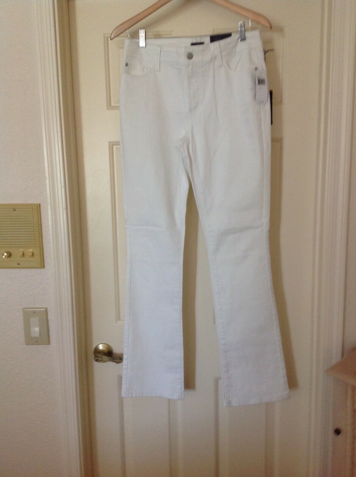 NYDJ white mini boot cut jeans. Size 8 New with tags   Stunning. SRP