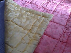 Satiny-HANDMADE-QUILT-COMFORTER-BLANKET-reversible-yellow-amp-peach-FLORAL-heavy