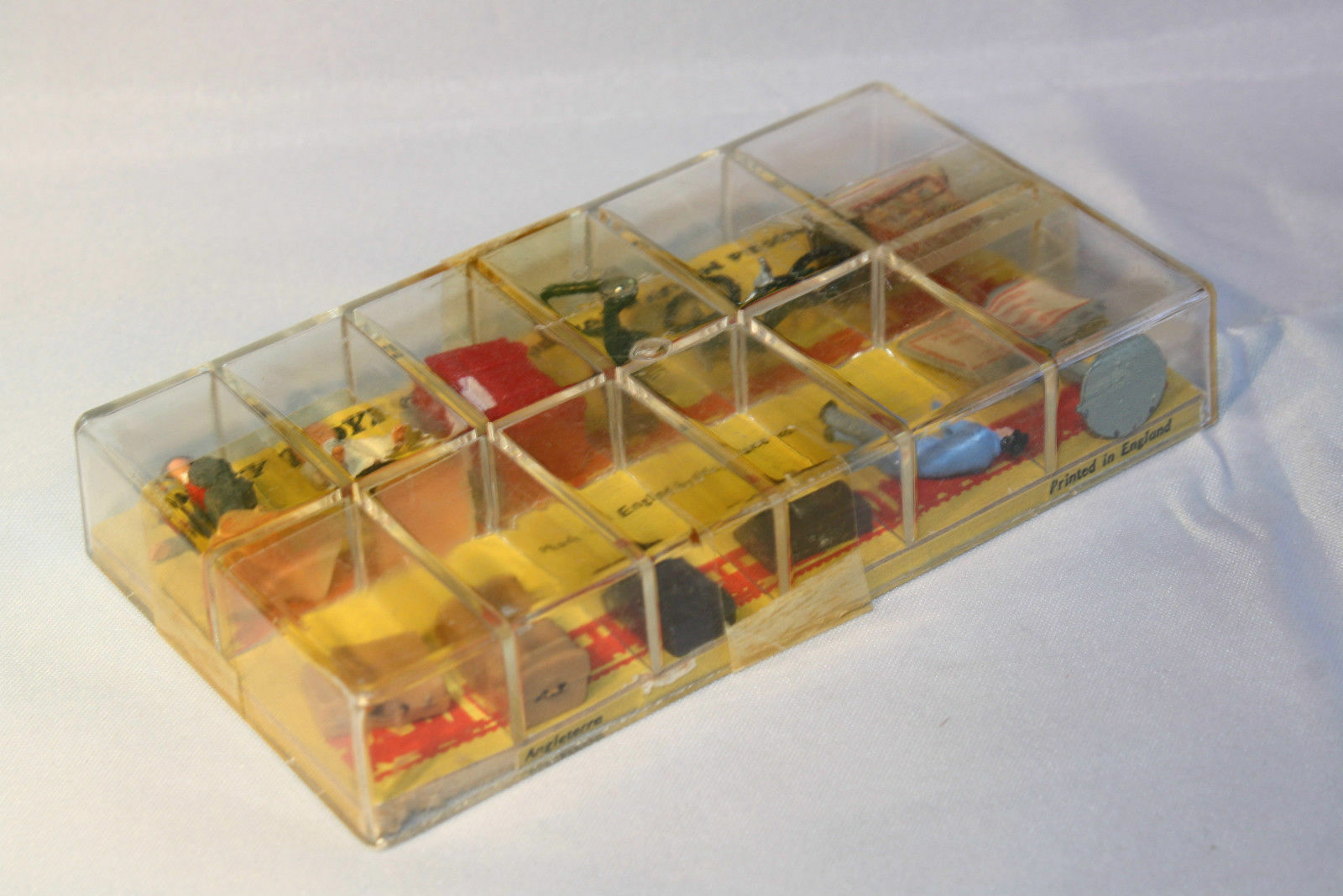Dinky Toys 054 Railway Station Personnel, 12 pieces inside inside inside super mint in box d159c5