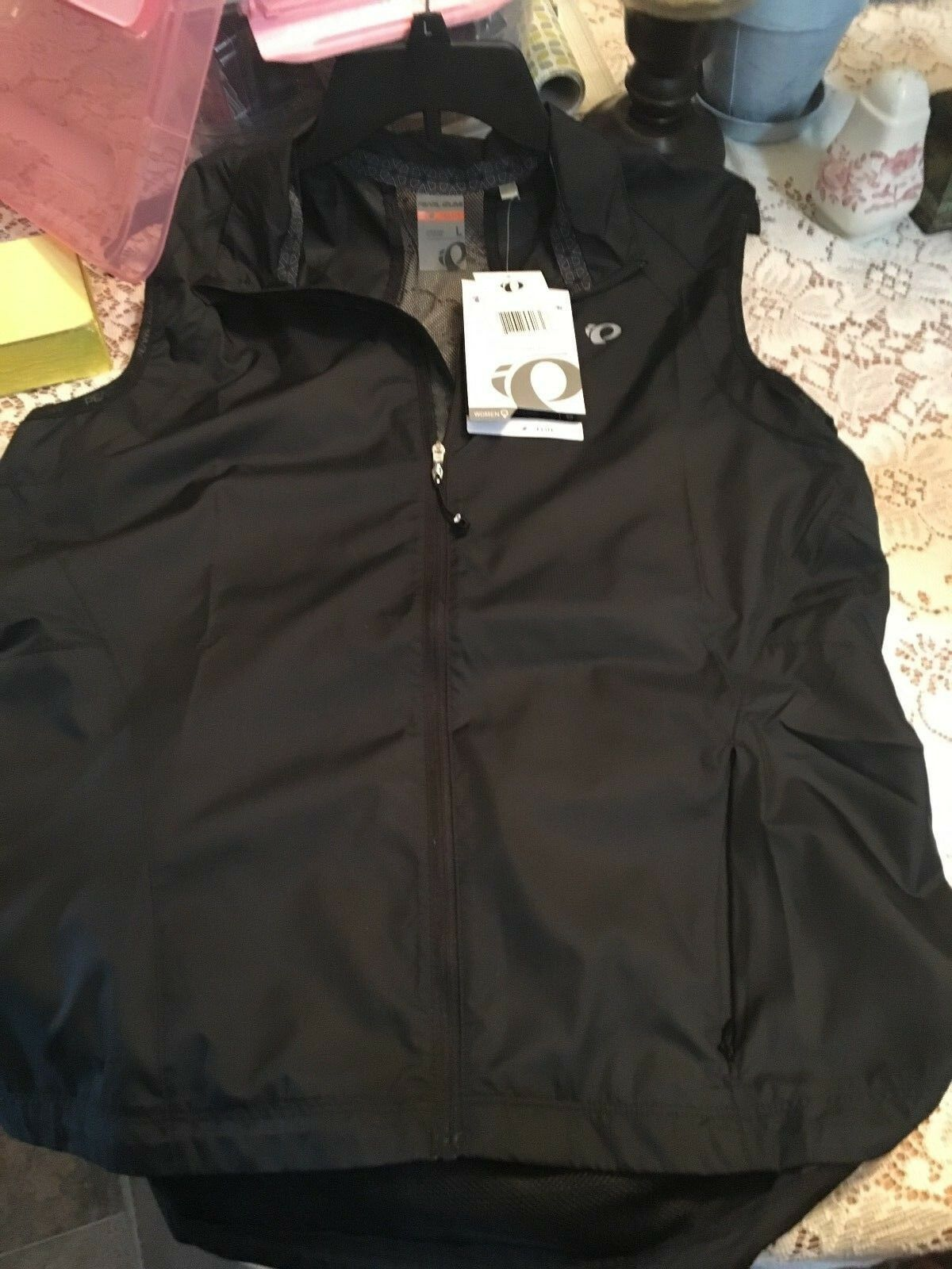 Windvest  by Pearl Izumi, women's size large, brand new never worn.  excellent prices