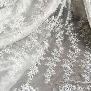 Elfenbein-Stickereien-Perlen-Braut-Spitze-Stoff-Bluete-Hochzeit-Kleid-DIY-Stoff-0