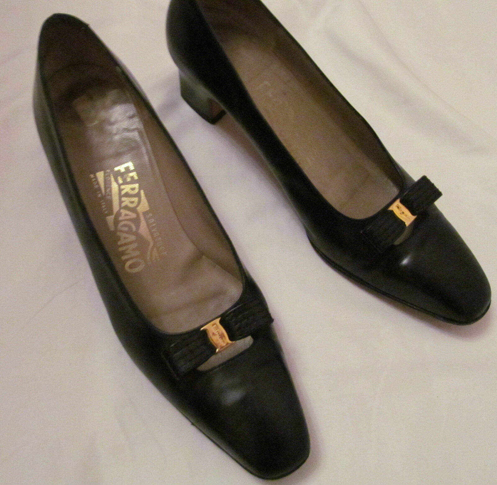 SALVATORE FERRAGAMO polished leather front bow classic shoes 7 AAA