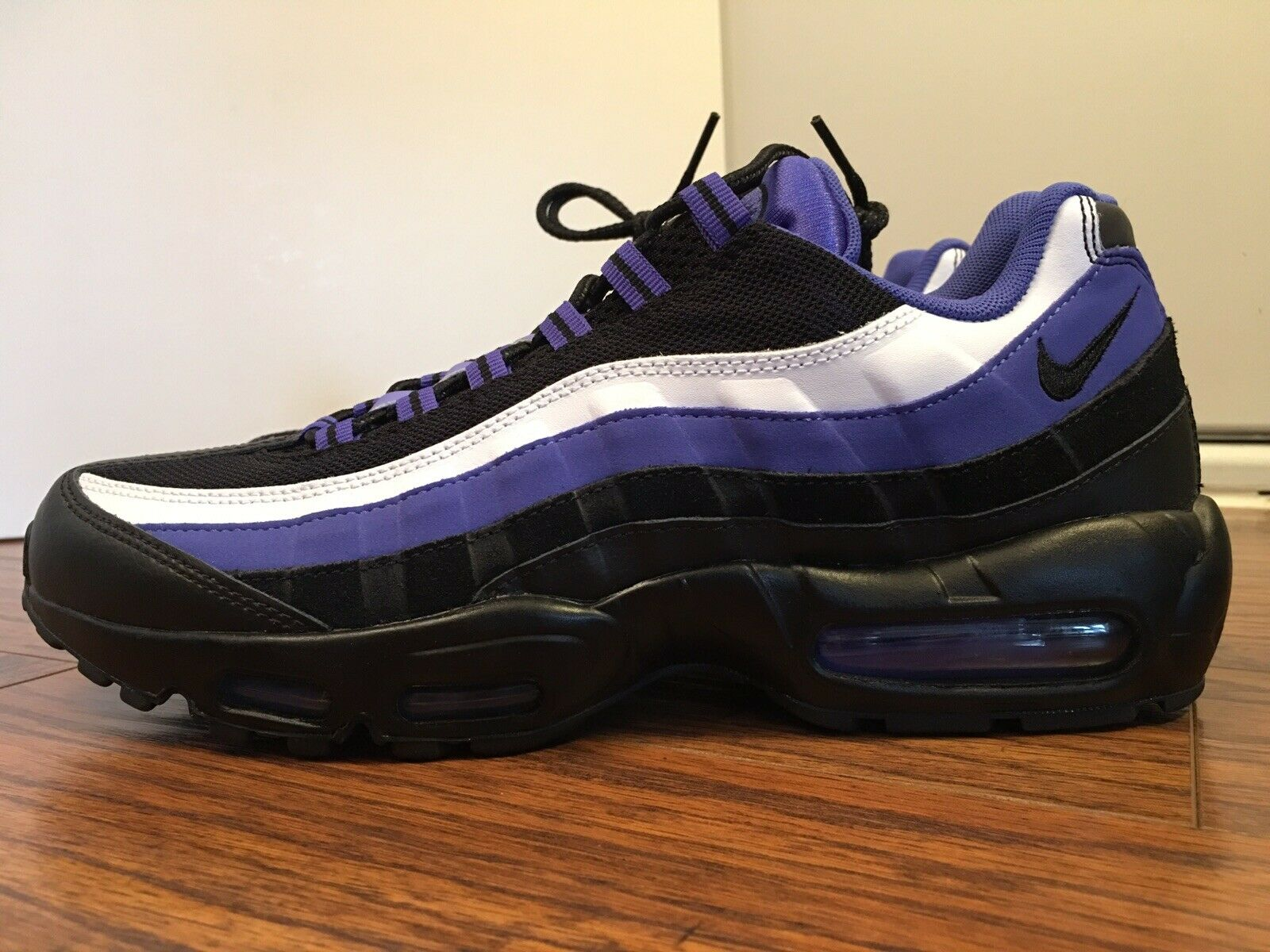 ea51a2a9c50ef8 Nike Air Max 95 Essential