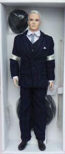 Ken-ROGER-STERLING-Mad-Men-Barbie-Porcelaine-silkstone-2010-Mattel-T4549