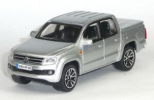VW-Amarok-Pick-Up-Doppelkabine-2011-Sammlermodell-silber-metallic-1-43-BBURAGO