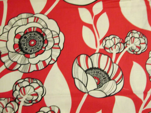 RED POPPIES BLACK POPPY FLORAL COTTON FABRIC FQ