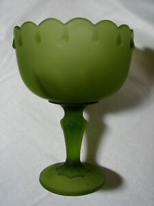 Vintage-Large-Avocado-Green-Satin-Glass-Scalloped-Rim-Compote-Pedestal-Bowl-Dish
