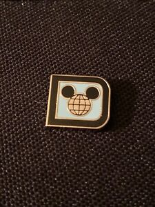 Walt-Disney-World-D-Logo-Mickey-Ears-Mystery-Tiny-Kingdom-Series-2-Pin-Wdw-Lr