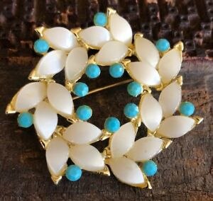 Vintage-Gold-Tone-Mother-Of-Pearl-Faux-Turqoise-Wreath-Shaped-Brooch-Pin-1-75