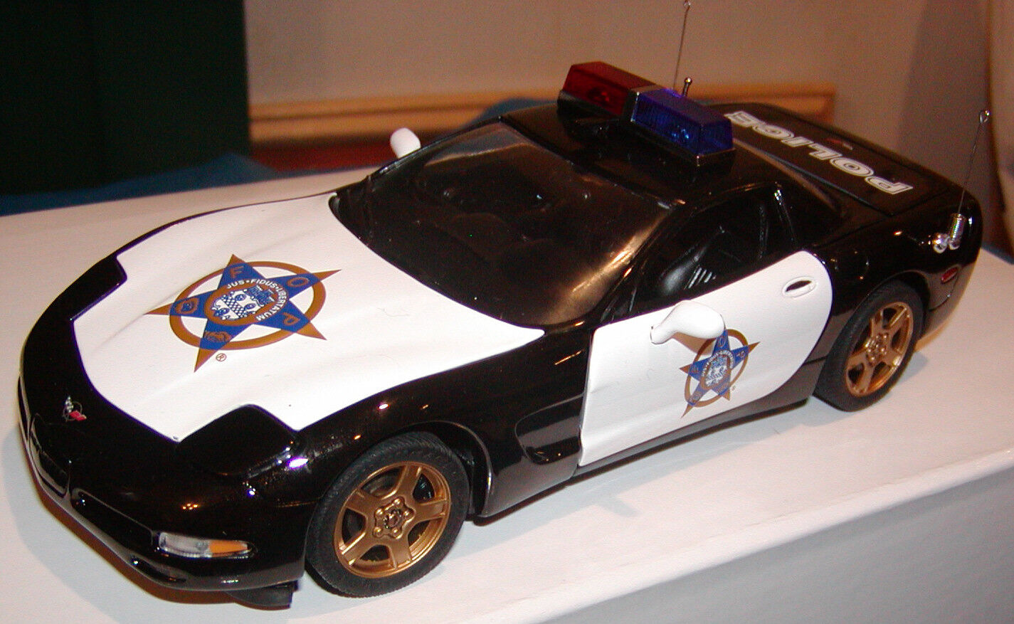 Franklin Mint 1999 FOP Chevrolet Corvette coche de policía de 2500 1 24 B11C401
