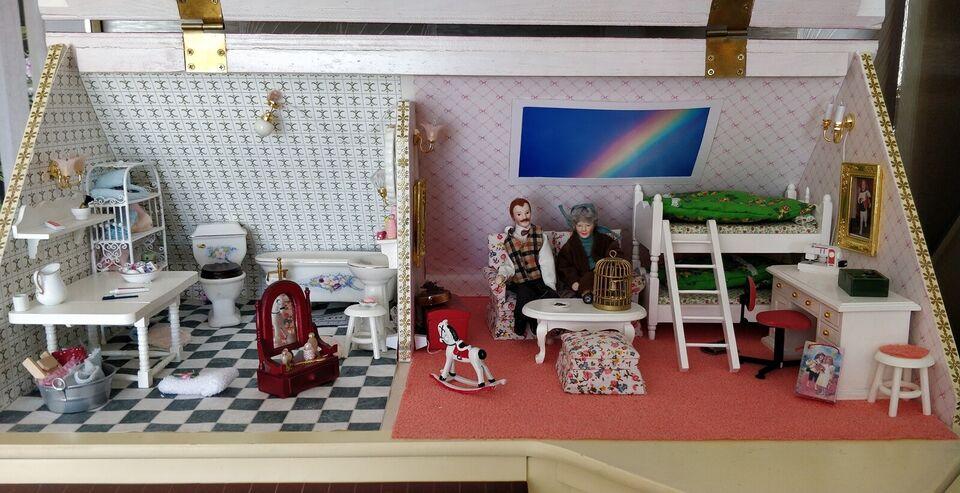 Dukkehus, Flot dukkehus med have og butik for voksne