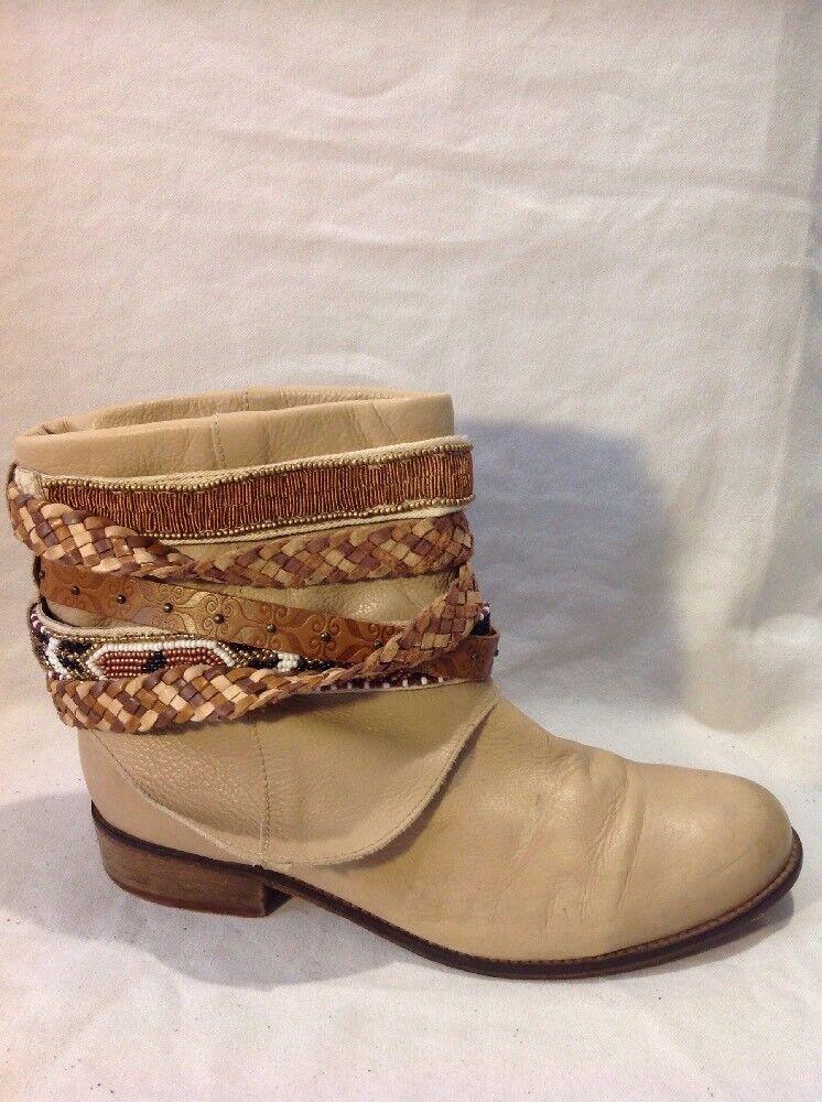 Éram Beige Ankle Leather Boots Size 39