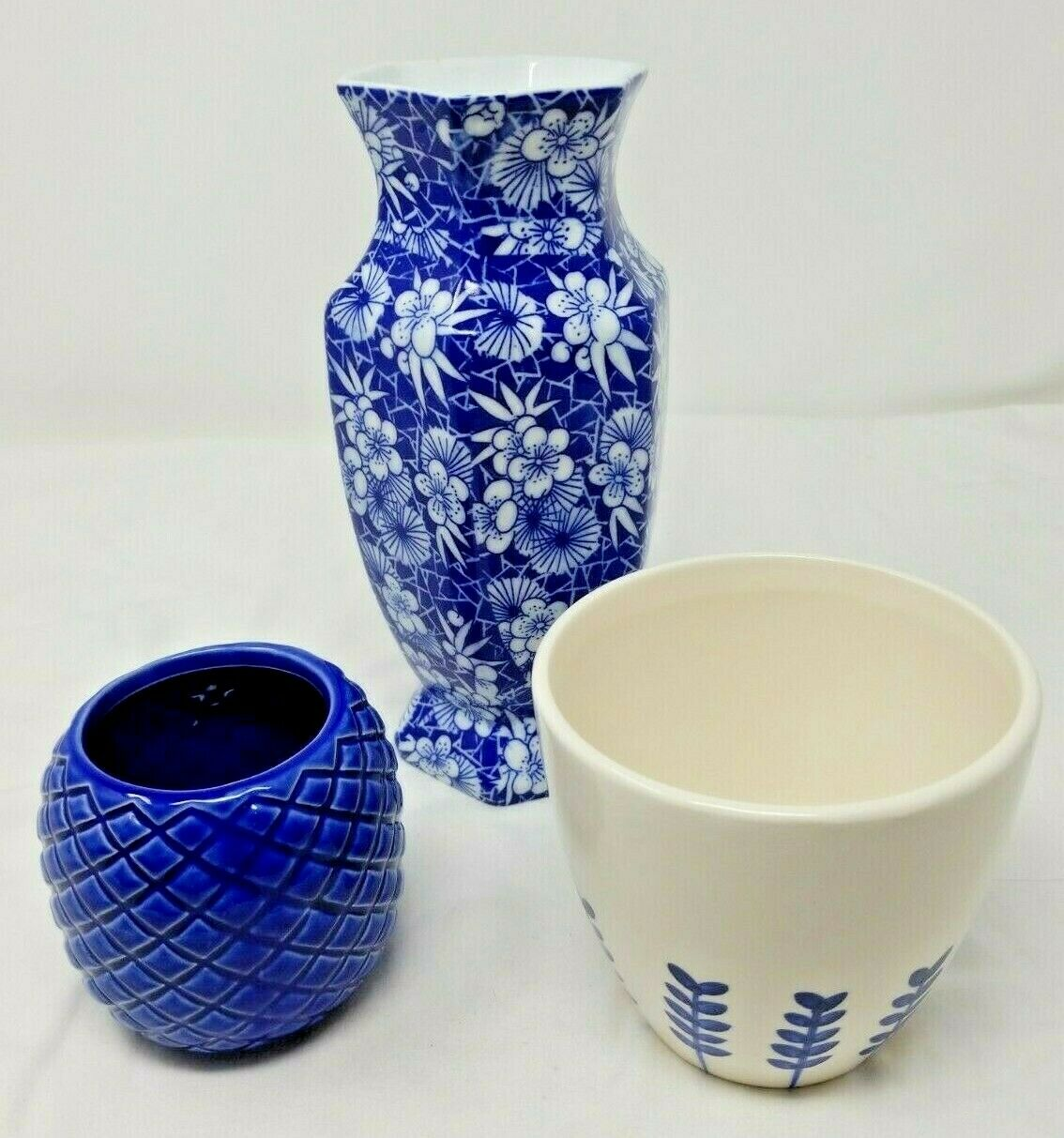 Lot Of 3 Blue And White Vases 10 Tall 4 Tall And 3 Tall For Sale Online