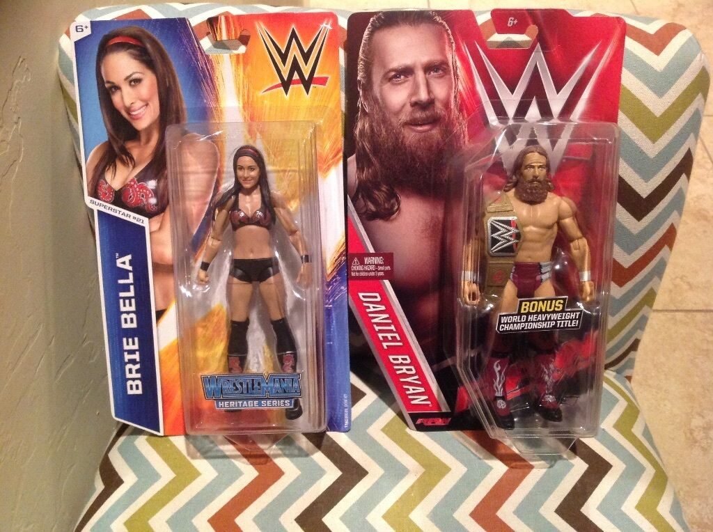 WWE Wrestling Diva Brie Brie Brie Bella & Superstar Daniel Bryan w  Championship Belt c35360