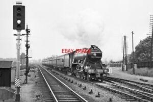PHOTO  LNER CLASS A1 LOCO NO 4472 FLYING SCOTSMAN AT  MAIDENHEAD 1965 - Tadley, United Kingdom - PHOTO  LNER CLASS A1 LOCO NO 4472 FLYING SCOTSMAN AT  MAIDENHEAD 1965 - Tadley, United Kingdom