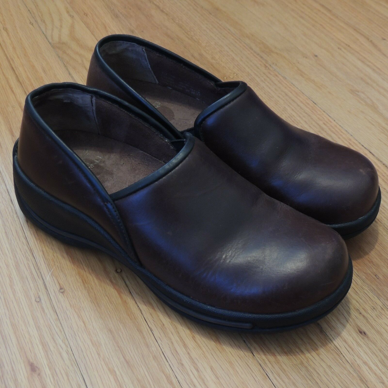 Dansko Slip Resistant Women's Leather shoes Brown Slip on Clogs Size 38