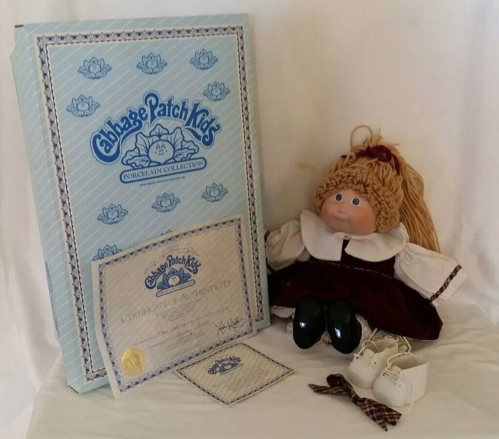 ADORABLE 1985 PORCELAIN CABBAGE PATCH DOLL DELLA FRANCE WITH BOX SMOKE FREE