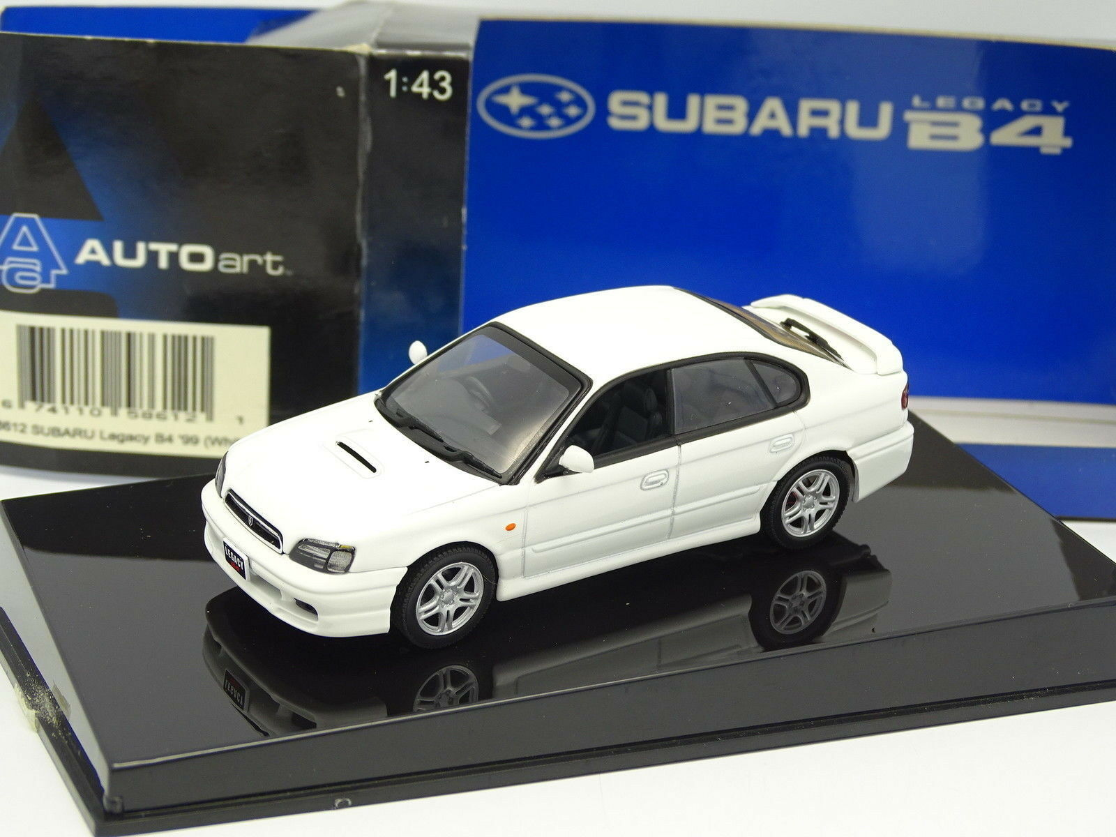 Auto Art 1 43 - Subaru Legacy B4 1999 blancoo