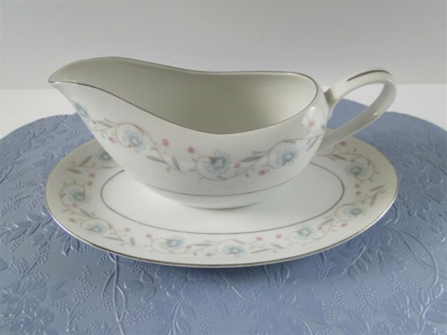 Fine China Of Japan ENGLISH GARDEN PLATINUM Trim 1221 Gravy Boat With Underplate