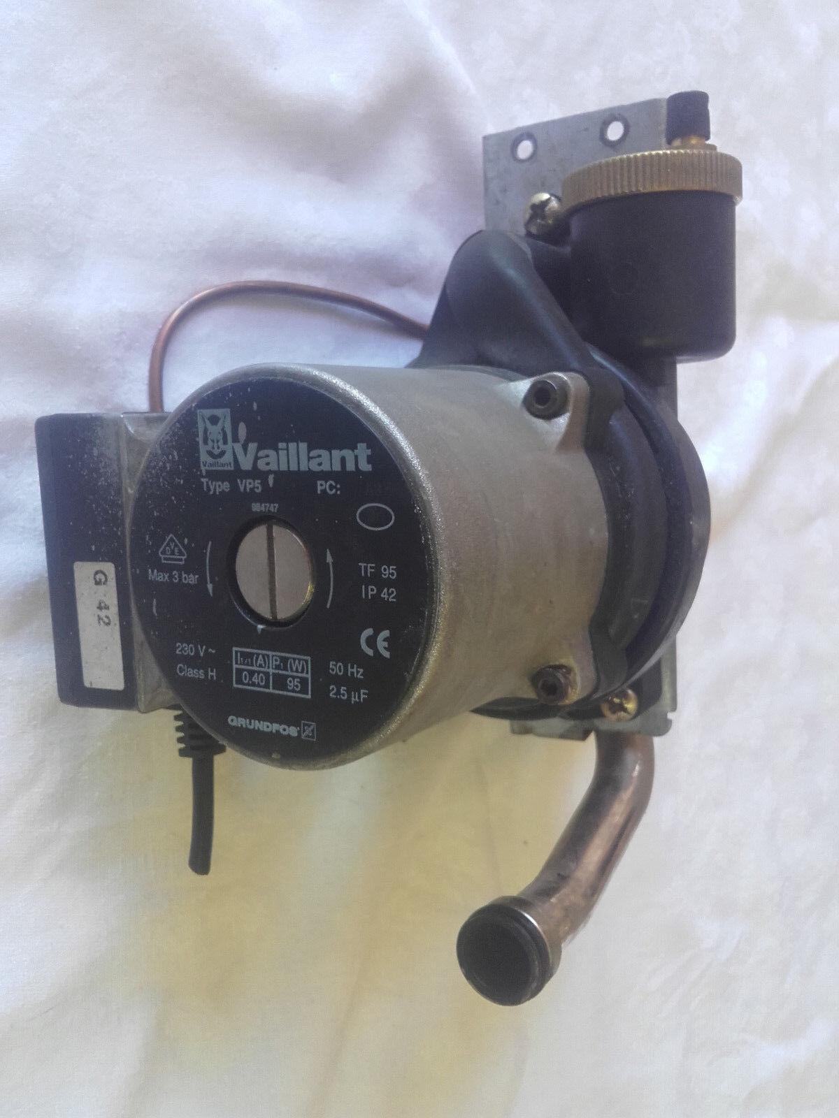 VC256  Vaillant Heizungspumpe / Umwälzpumpe Typ VP 5 5 5 Grundfos 5ad066