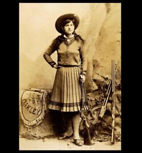 Young-Annie-Oakley-PHOTO-Portrait-Holding-Rifle-Buffalo-Bill-Cody-Wild-West-Show