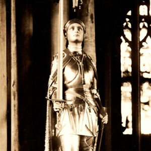 Antique-1920s-RPPC-Memorial-To-Joan-Of-Arc-Winchester-Cathedral-Postcard-UK
