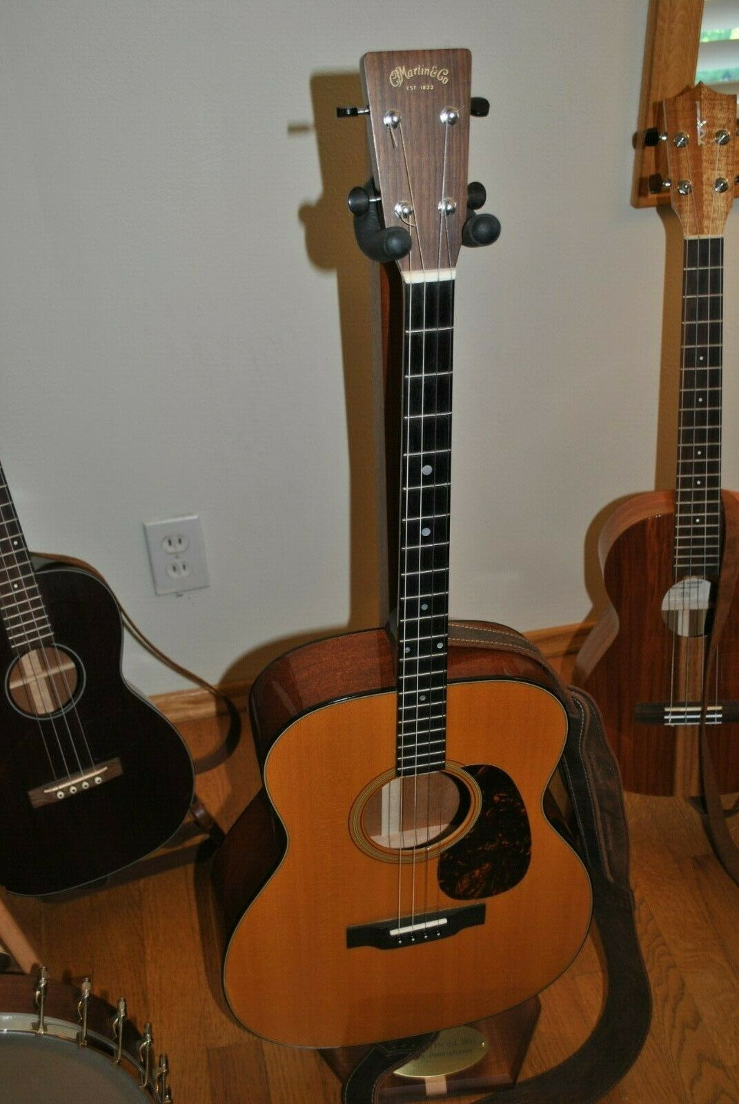 s l1600 - 2012 Martin 018-t tenor guitar with case