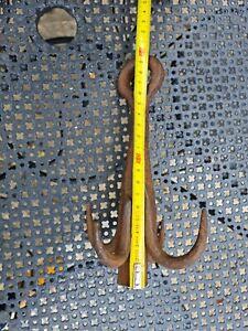GRAPPIN DE PUIT, CROCHET DE PUIT en  fer forgé, 4 branches,  idéal déco indus
