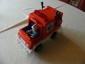 Vintage-Fisher-Price-Krankenwagen-mit-Fahrer-und-Patient-70ziger-Jahre