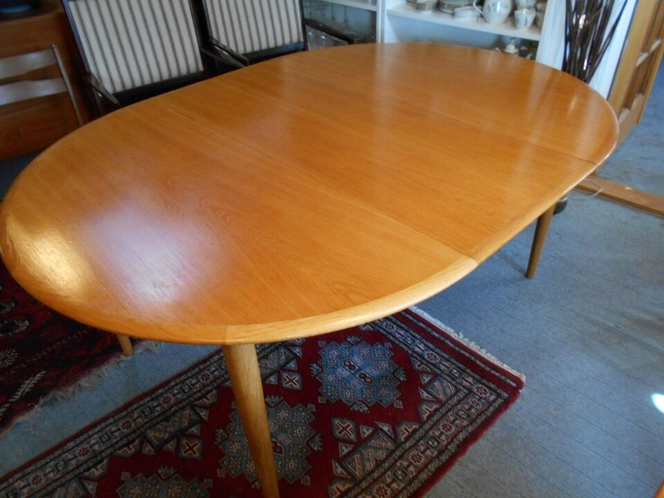 Spisebord, Egetræ, NO Møller tilskrevet