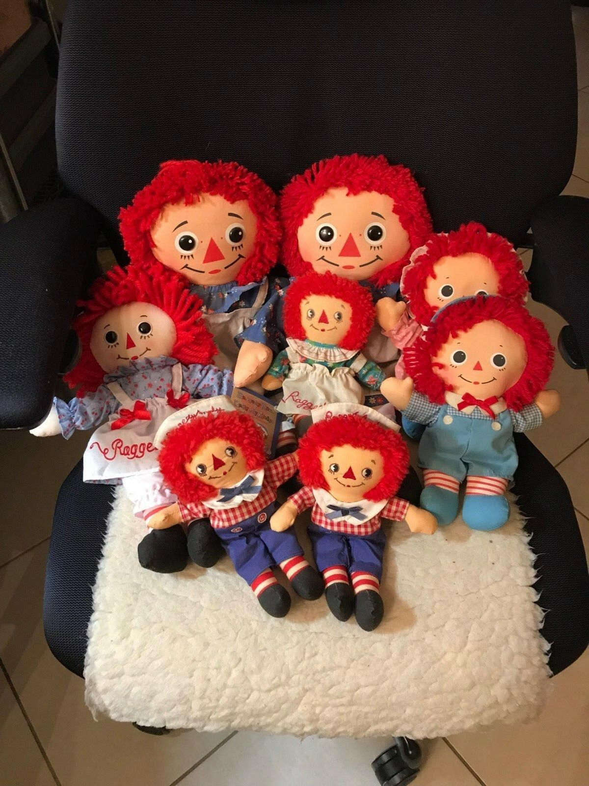 Masse Of Eight Raggedy Ann & Andy Small Medium And Large Größe Dolls