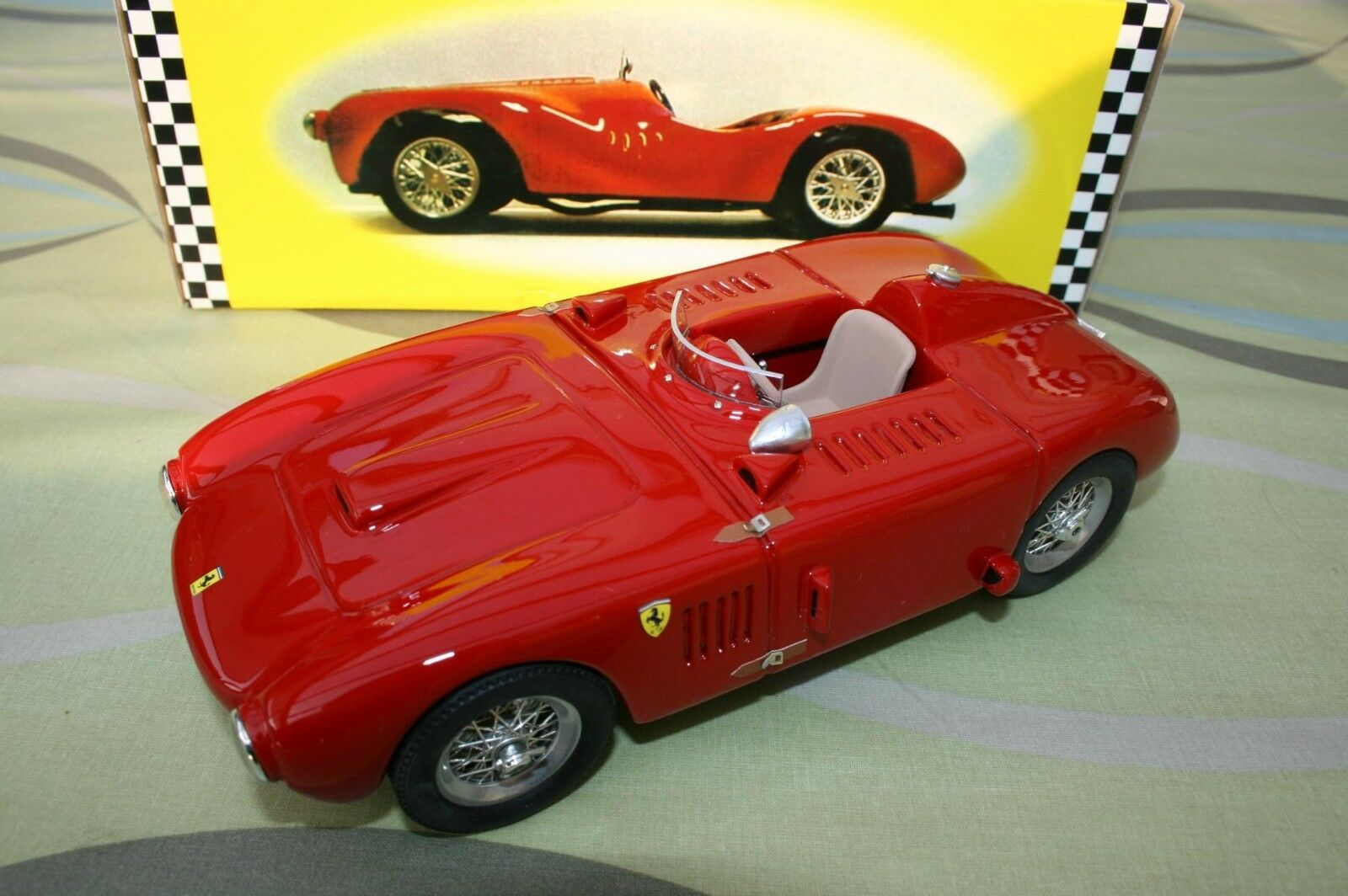 Ferrari red Model 1 18 375 Plus New in original box 300 pieces