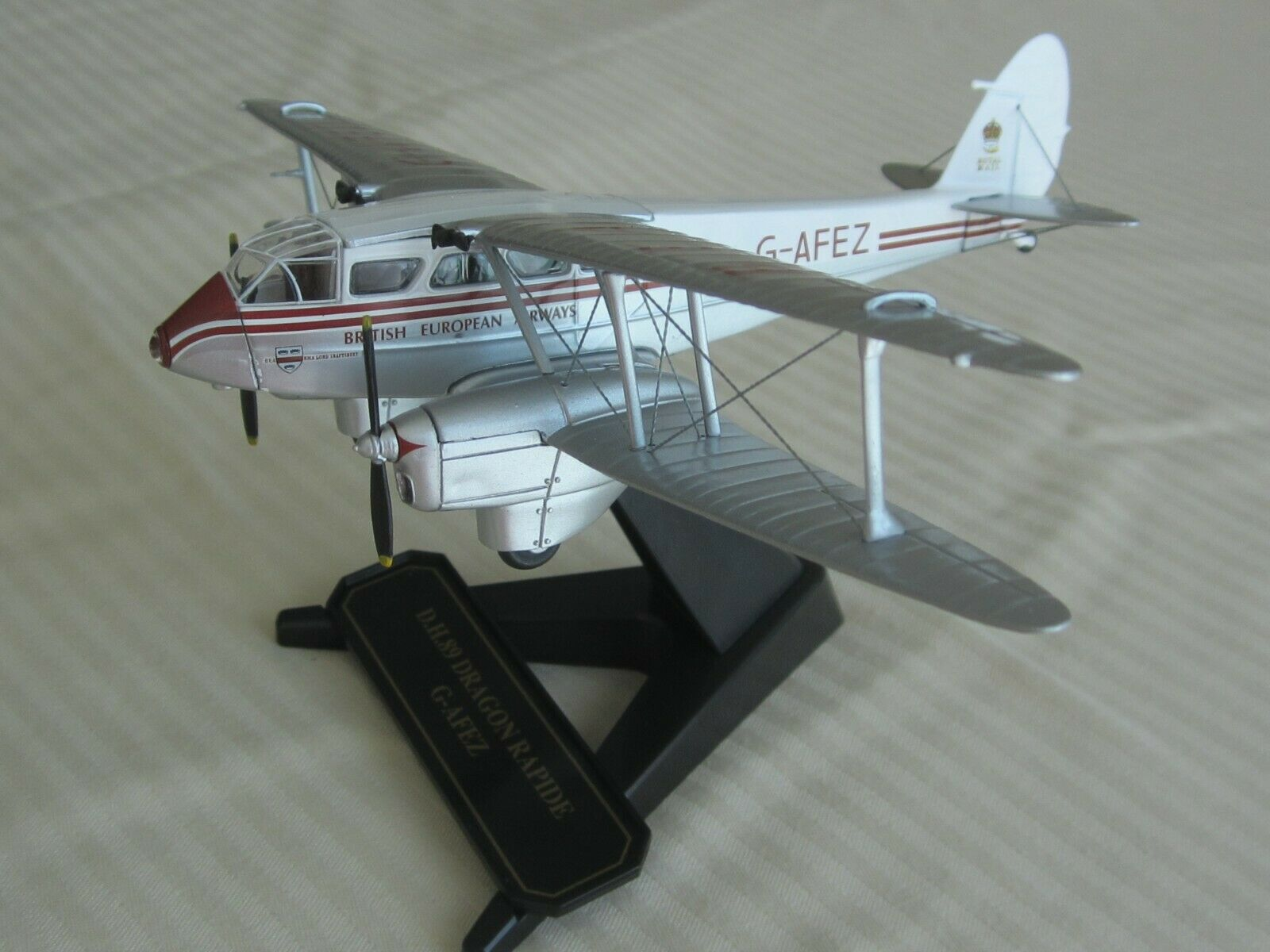 D.H.89 Dragon Rapide, 1 72 scale, scale, scale, die-cast model by Oxford 9208b7