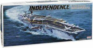 Arii-20-618202-USS-Aircraft-Carrier-Independence-CV-62-1-800-Scale