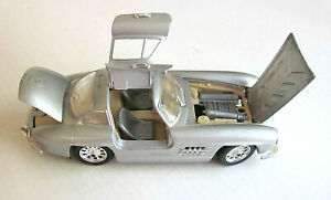 1954-Mercedes-Benz-300SL-1-24-Scale-Diecast-Car-Model-by-Sunnyside-Silver