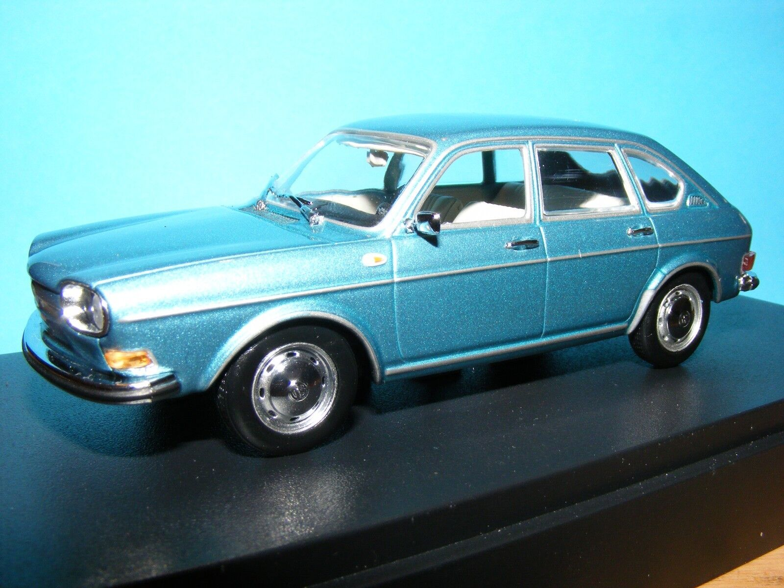 VW 411 1968  in Met Aqua bluee  VW Historic model  MINICHAMP RARE  1 43 NLA