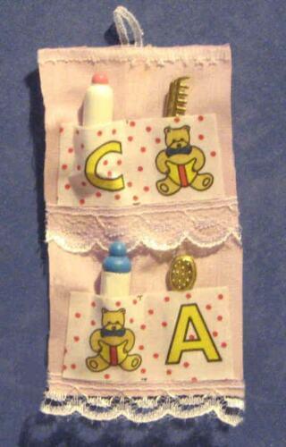 Maison de poupées miniature Nursery Bébé Porte Organisateur Enfant Poupée Chambre à coucher LGW 1//12