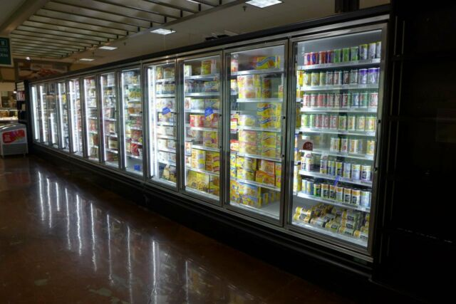 Zero Zone RVZC30 13-Door 34' Freezer Frozen Ice Cream Grocery Case LED Dr Case