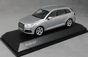 Spark-Audi-Q7-in-Foil-Silver-2016-5011407613-Dealer-Edition-1-43-NEW
