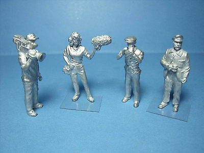 4  FIGURINES  1/43  SET 217  L'  INTERVIEW  TELEVISE   VROOM   A  PEINDRE