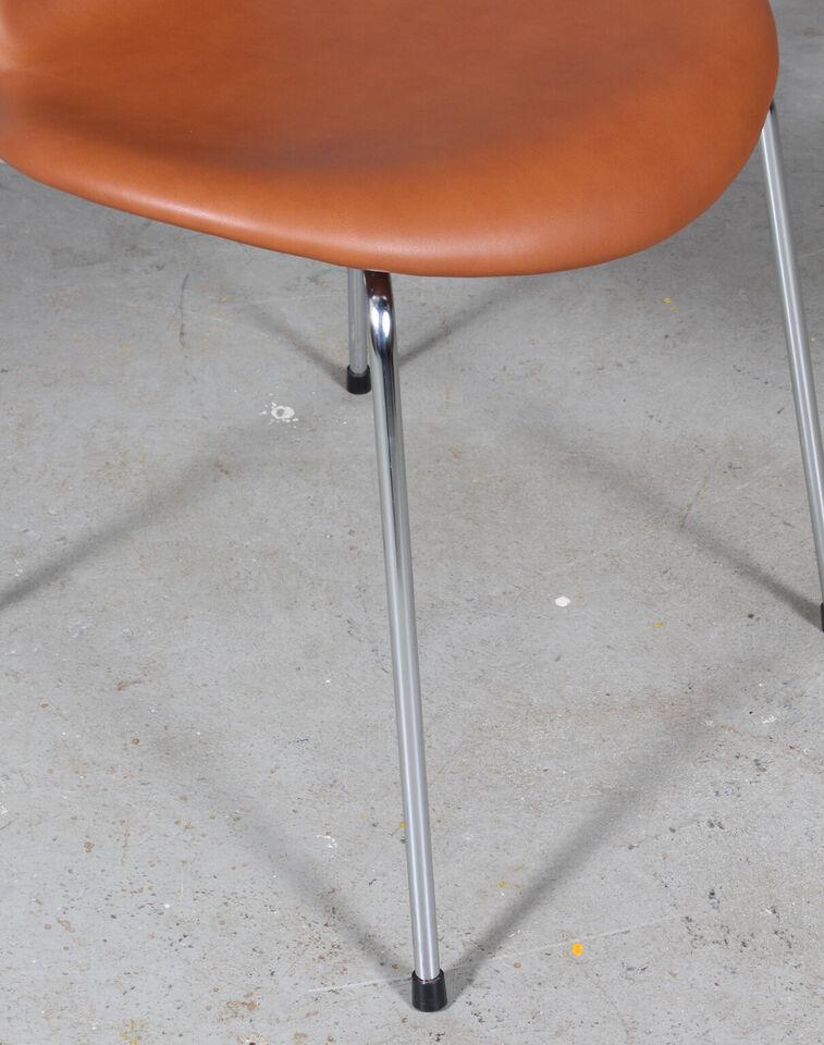 Arne Jacobsens 7´erstole model 3107, Pure anili...