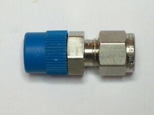 1//4 in Tube OD X 1//4 in Male NPT SWAGELOK S-400-1-4 Male Connector