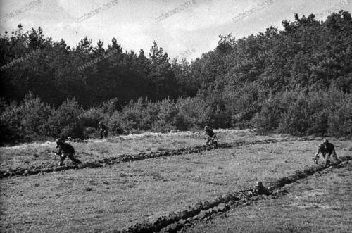 slide Dia-Wehrmacht-Front-MG-Gasmaske-gas mask-Stahlhelm-Brandsatz