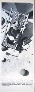 PUBLICITE-DE-PRESSE-1955-PERRIER-EN-VACANCES-SUR-LE-SABLE-FIN-AU-SOLEIL