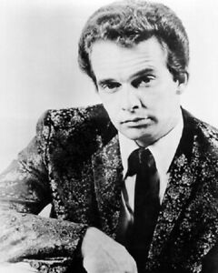 Merle-Haggard-B-W-8x10-Glossy-Photo